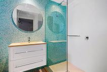 Hotel Bathroom Tile Installation Using LATICRETE