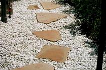 Indo Cream Garden Pebbles from DecoR Stone