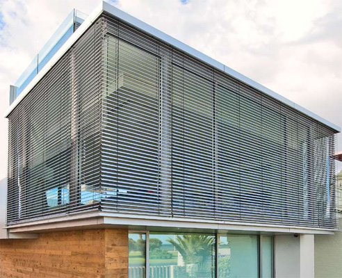 External aluminium venetian blinds blinds by peter meyer for Exterior window shade