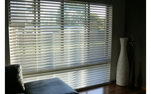 Timber look pvc venetian blinds from blind elegance for Www timberblinds com