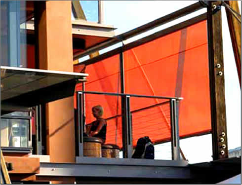 Vertical retractable sunshade from issey for Vertical retractable screen