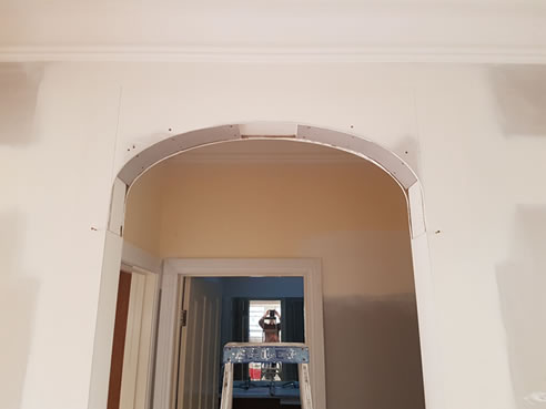 installation decorative arches