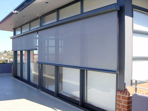 Issey sun shade systems the shading experts in external for Vertical retractable screen