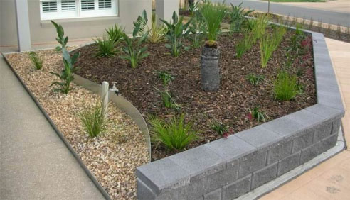 Metal garden bed edging from formboss metal garden edging for Garden bed ideas australia