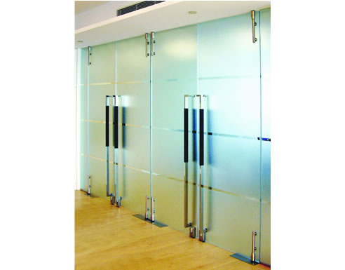 SentryGlas Case Study Clear, frameless, cantilevered glass