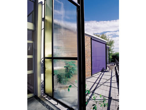 Tension screens retractable sunshades vertiroll from issey for Vertical retractable screen
