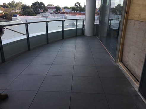 balcony paving supported by versipave